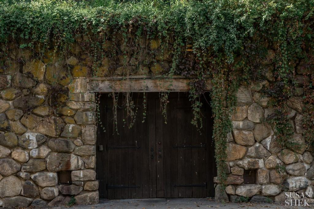 the famous doors of blue hill stone barns